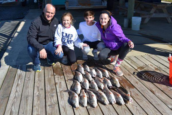 family-fishing2aD29CAB4D-751C-2452-CBF1-7583F70FE296.jpg
